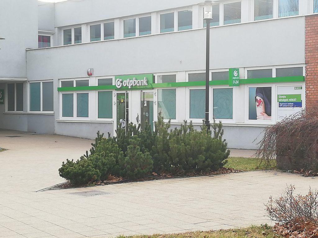 Tatabánya Fő tér Otp Bank